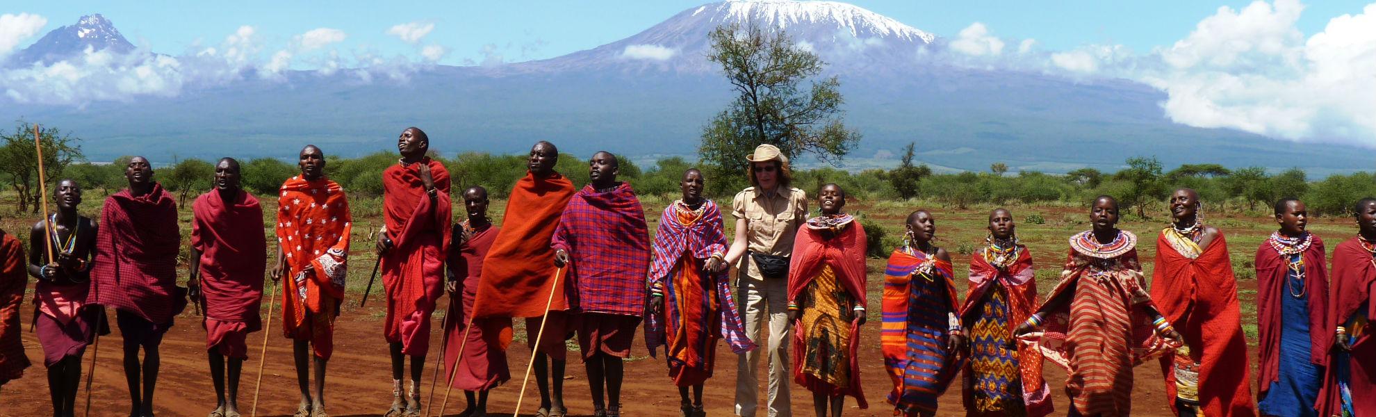 Massai vor der Kulisse des Kilimanjaro