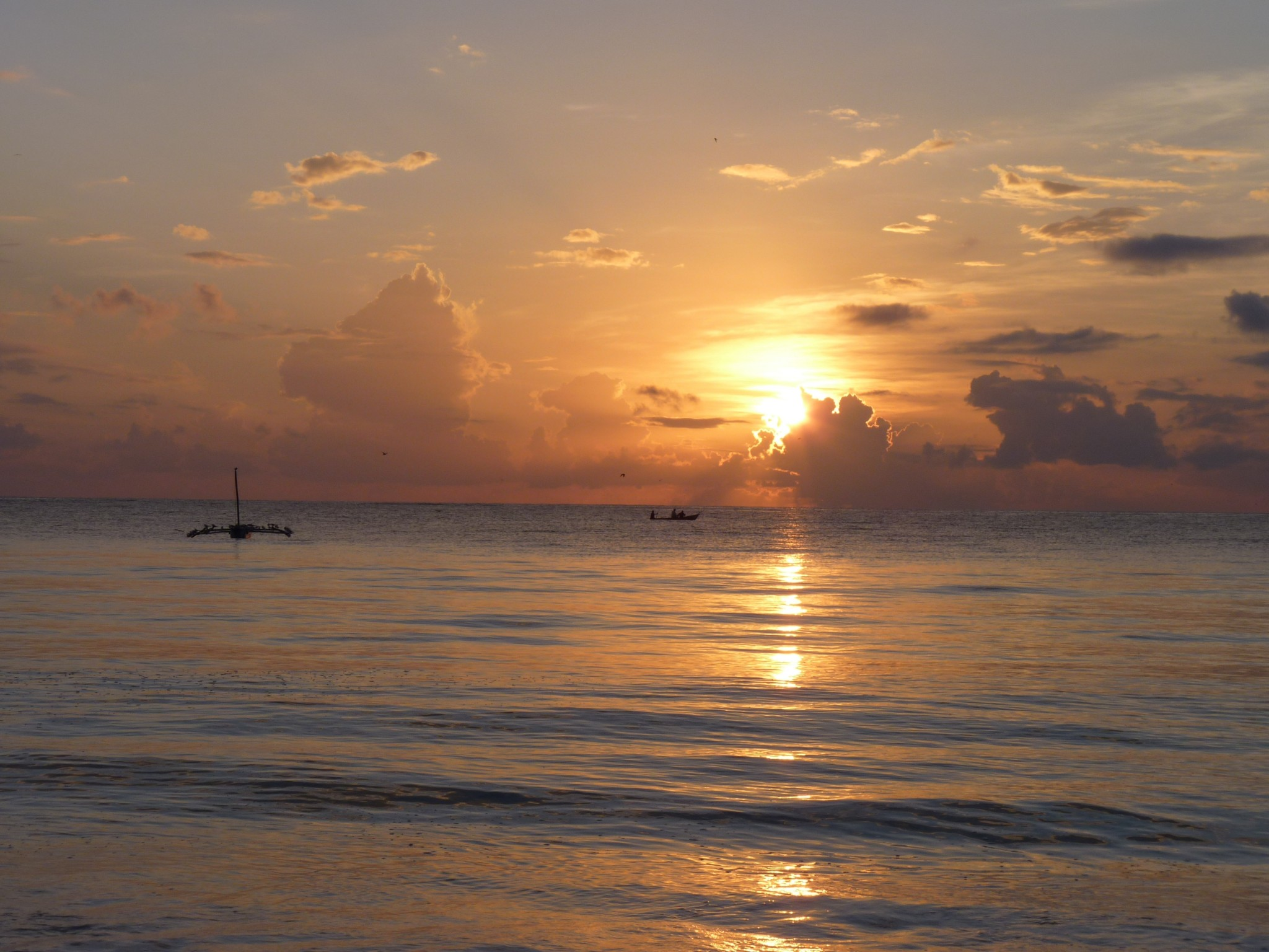 Sonnenaufgang über dem Indischen Ozean