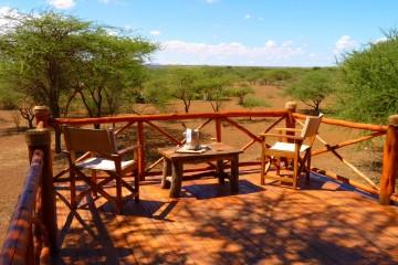Terrasse eines Zelts im Severin Safari Camp