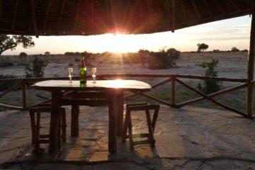 Sonnenuntergang-Kenia-Savanne-Safari