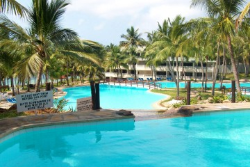Pool im Garten des Emrald Flamingo Beach Resorts