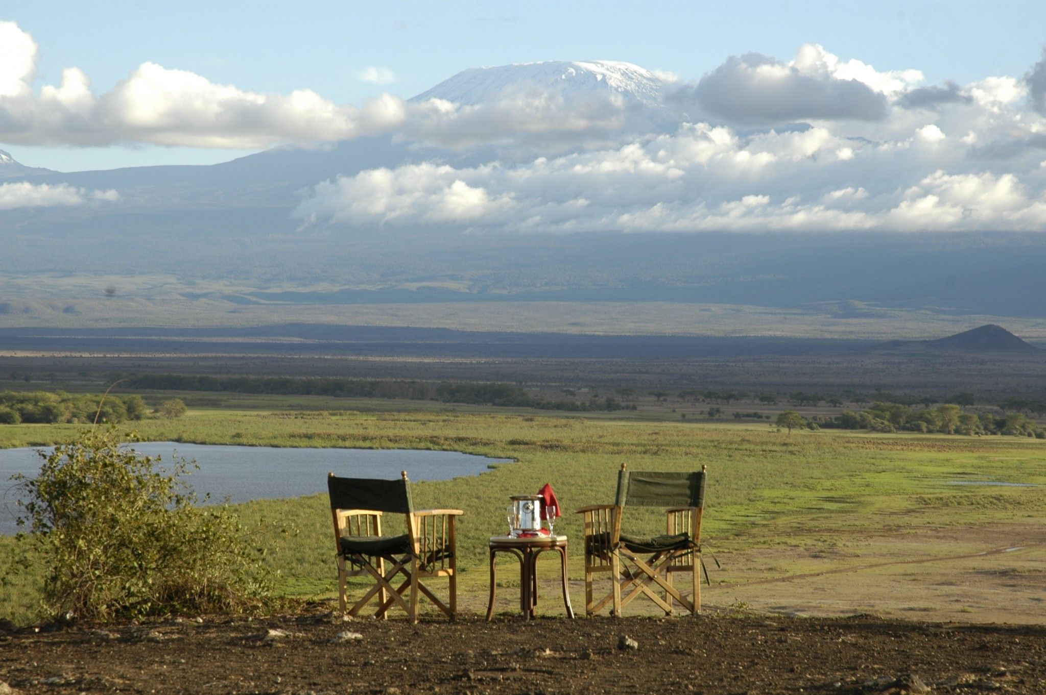 Sundowner am Kilimanjaro in der Amboseli Serena Lodge