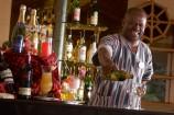 Bar mit Cocktails in der Ashnil Aruba Lodge