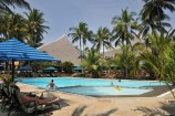 gepflegte Pool- und Gartenlandschaft im Partnerhotel Bahari Beach
