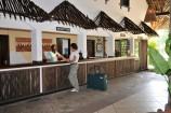 herzliche Begrüßung am Empfang im Partnerhotel Bahari Beach Club