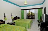 zweckmäßig eingerichtete Zimmer zwei Betten im Bamburi Beach Hotel