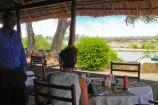 Restaurant am Fluss im Crocodile Camp