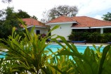 Anlage der Diani Cottages mit Pool