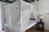 Himmelbett im Zimmer der Diani Sea Lodge