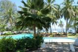Pool und Garten der Diani Sea Lodge