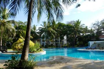 Pool und Garten des Diani Sea Resorts