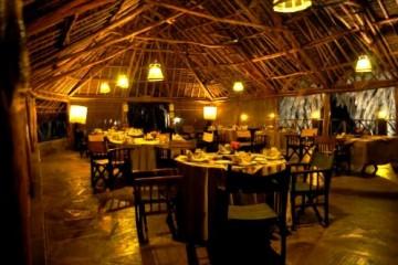 Restaurant im Epiya Chapeyu Camp