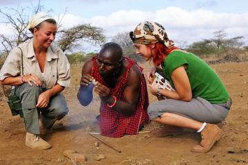 Familiensafari-Safari-in-Kenia-Massai-Masai-Urlauber-in-Kenia-Safari