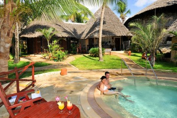 Poolblick im Baobab Beach Resort in Kenia