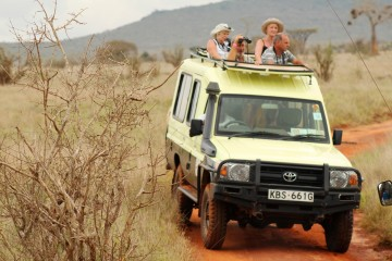 Im Jeep durch den Tsavo Ost Nationalpark
