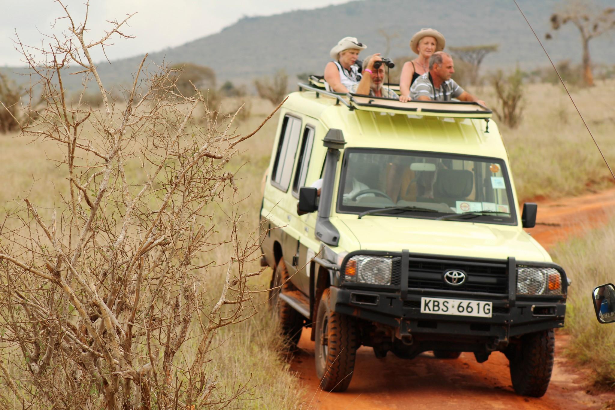 Im Jeep durch den Tsavo Ost Nationalpark