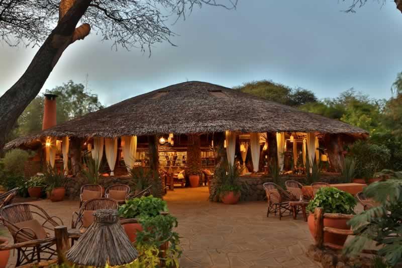 Haupthaus des Kibo Safari Camps