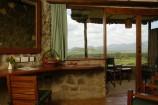 Wohnbereich des Zimmers in der Kilaguni Serena Lodge