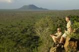 Ausblick in die Savanne an der Kilaguni Serena Lodge