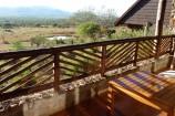 Blick zum Wasserloch vom Balkon der Kilaguni Serena Lodge