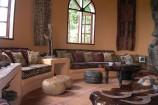Wohnbereich einer Suite in Kutazama
