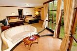 elegante Zimmer mit Garten-Blick in der Lake Naivasha Sopa Lodge