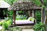Ruhe-Liegen im Garten des Leopard Beach Resorts