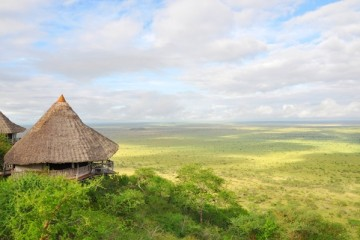 Ausblick über die Savanne von der Lions Bluff Lodge