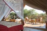 Blick aus dem Zelt auf die Terrasse im Man Eaters Camp