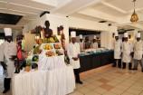 Buffet-Restaurant mit frischem Obst im Mombasa Continental Resort