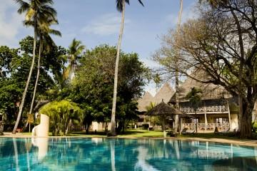 Garten und Pool im Neptune Palm Beach Resort