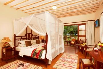 stilvoll eingerichtetes Deluxe-Zimmer im Neptune Palm Beach Resort