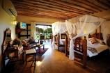 geschmackvoll gestaltetes Seaside-Zimmer im Neptune Pwani Beach Resort