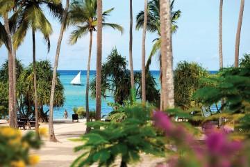 Blick aus dem Garten zum Meer im Neptune Pwani Beach Resort