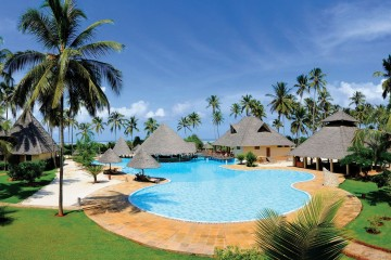 Pool im Garten des Neptune Pwani Beach Resorts