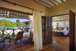 Mastersuite mit Blick zum Meer im Neptune Pwani Beach Resort