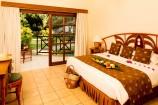 Zimmer mit Blick in den Garten des Neptune Village Beach Resorts