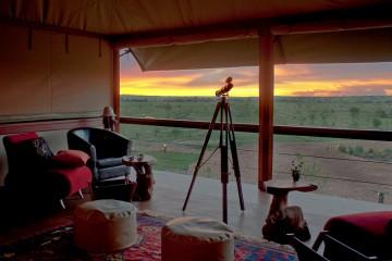 Blick vom Zelt in die Savanne im Olare Mara Kempinski Camp