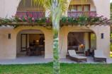 Suite mit Terrasse im Garten des Swahili Beach Resorts