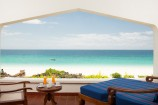 Blick zum Meer vom Balkon eines Zimmer im Royal Zanzibar Beach Resort