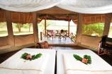 afrikanisch eingerichtetes Zelt im Severin Safari Camp