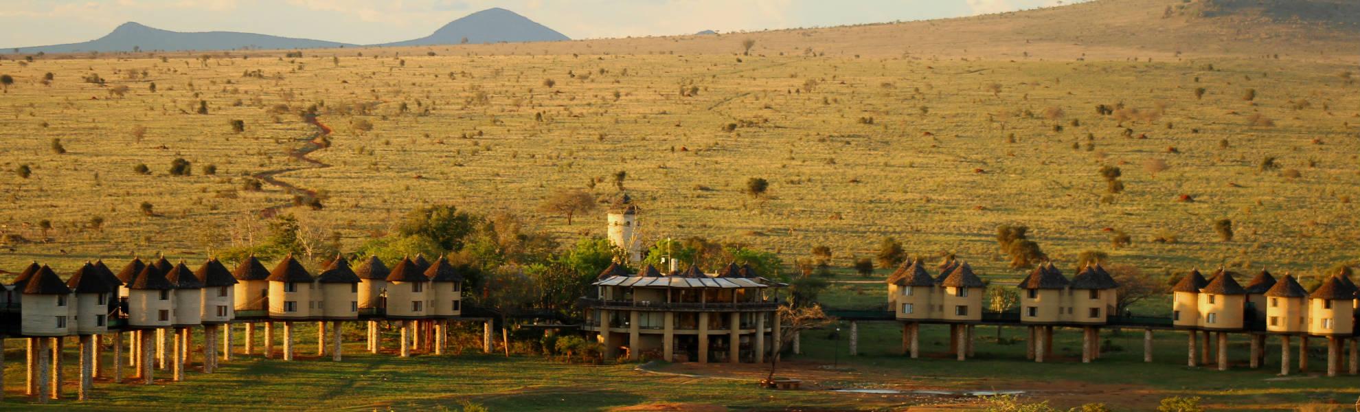 Auf Stelzen gebaute Sarova Saltlick Game Lodge im Taita Hills Schutzgebiet