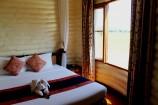 Zimmer mit Wasserloch-Blick in der Sarova Saltlick Game Lodge