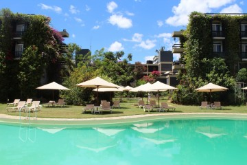 Pool im Garten der Sarova Taita Hills Game Lodge