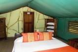 zweckmäßig eingerichtete Zelte des Satao Camps