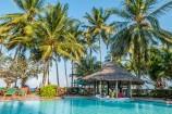 Pool im tropischen Garten des Serena Beach Resorts