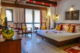 Honeymoon-Zimmer mit Obstkorb im Serena Beach Resort