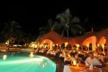 Ambiente bei Nacht im Southern Palms Beach Resort