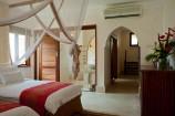 Zimmer mit offenem Bad im Swahili Stil im Swahili Beach Resort
