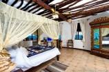 afrikanisch eingerichtetes Zimmer im Hotel The Sands at Chale Island